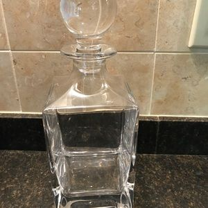 HOME- beautiful decanter heavy crystal